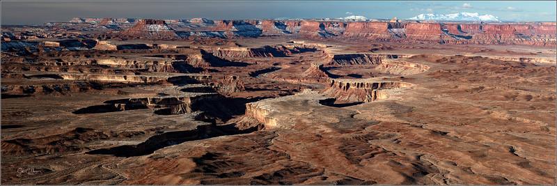 J85_3817 Canyonlands pano LPNW.jpg