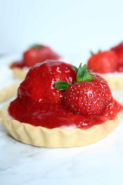 Mini Strawberry Tarts - Vegan afternoon tea recipes