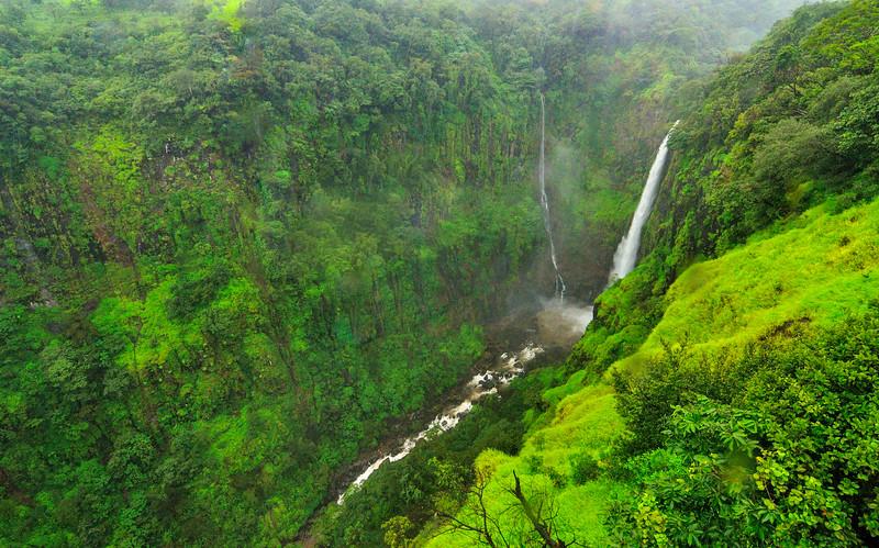 Thoseghar-falls-Satara.jpg