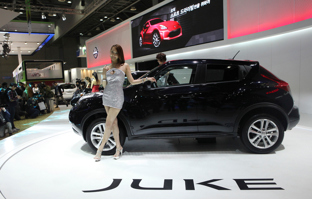 """. South Korean models pose with Nissan Motors \""""Juke\"""" during a press day of the Seoul Motor Show in Goyang, South Korea, Thursday, March 28, 2013. The exhibition, with 384 companies from 14 countries to participate, will be held from March 29 through April 7. (AP Photo/Ahn Young-joon)"""