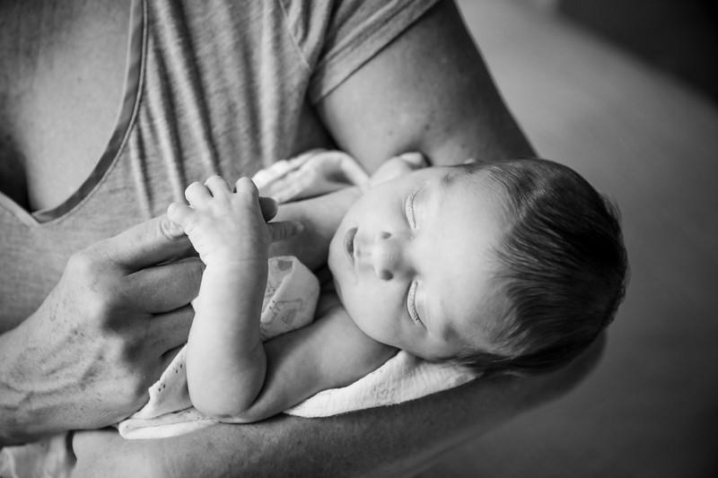 bw_newport_babies_photography_hoboken_at_home_newborn_shoot-4896.jpg