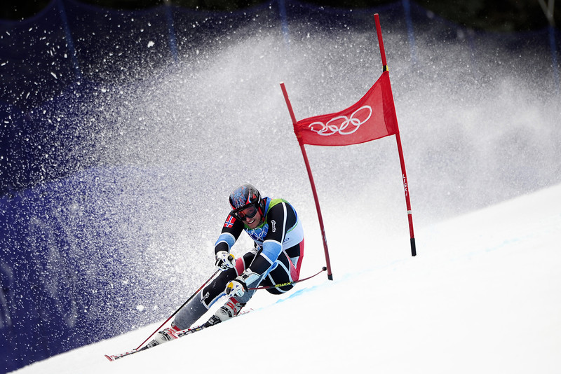 . Norway\'s Aksel Lund Svindal clears a gate during the Men\'s Vancouver 2010 Winter Olympics Giant slalom event at Whistler Creek side Alpine skiing venue on February 23, 2010. (FABRICE COFFRINI/AFP/Getty Images)