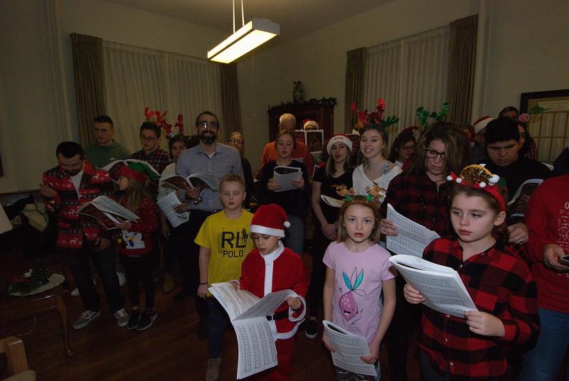 2018-12-19-Christmas-Caroling_017.jpg