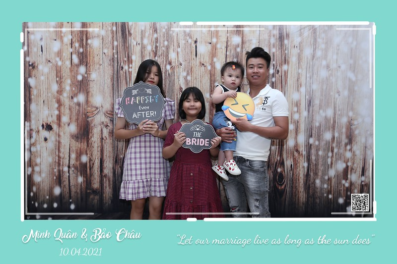 QC-wedding-instant-print-photobooth-Chup-hinh-lay-lien-in-anh-lay-ngay-Tiec-cuoi-WefieBox-Photobooth-Vietnam-cho-thue-photo-booth-082.jpg