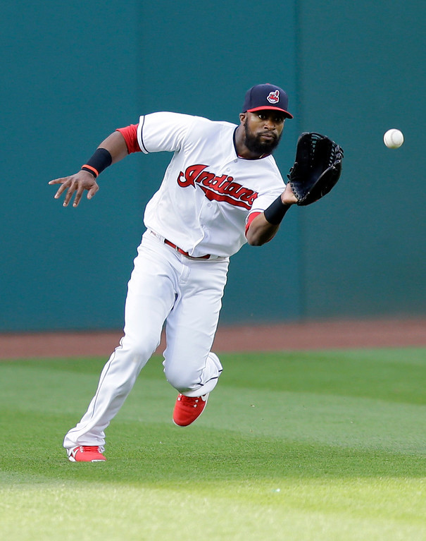 . Cleveland Indians\' Austin Jackson fields a single hit by Chicago White Sox\'s Melky Cabrera in the first inning of a baseball game, Saturday, June 10, 2017, in Cleveland. (AP Photo/Tony Dejak)
