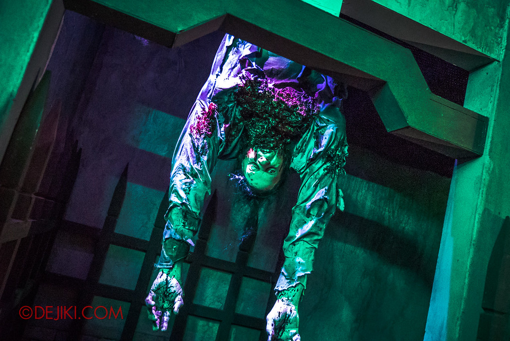 USS HHN8 Pagoda of Peril haunted house – Hanging ghost