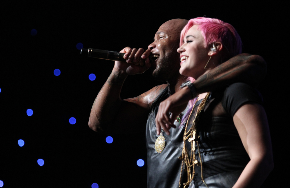 . Rapper Flo Rida and StayC perform onstage during KIIS FM\'s 2012 Jingle Ball at Nokia Theatre L.A. Live on December 3, 2012 in Los Angeles, California.  (Photo by Christopher Polk/Getty Images for Clear Channel)