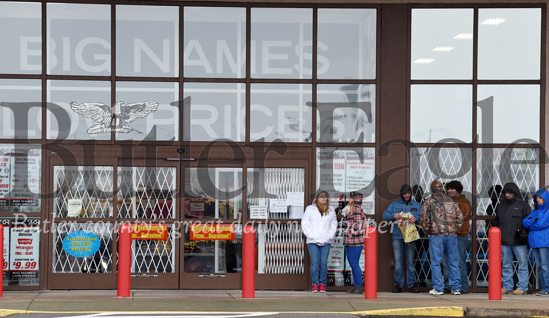 Harold Aughton/Butler Eagle: Shoppers line up outside of Dunham's Sports looking for deals prior to the store opening at 3 pm, Thurs., Nov. 28, 2019.