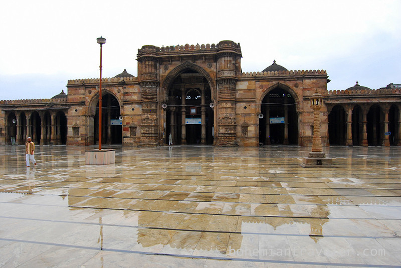 Jami Masjid Mosque (1423) rain relection Ahmeabad Gujarat India.jpg