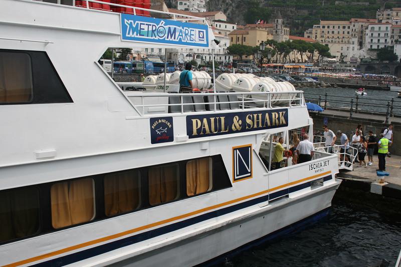 2009 - ISCHIA JET embarking in Amalfi.