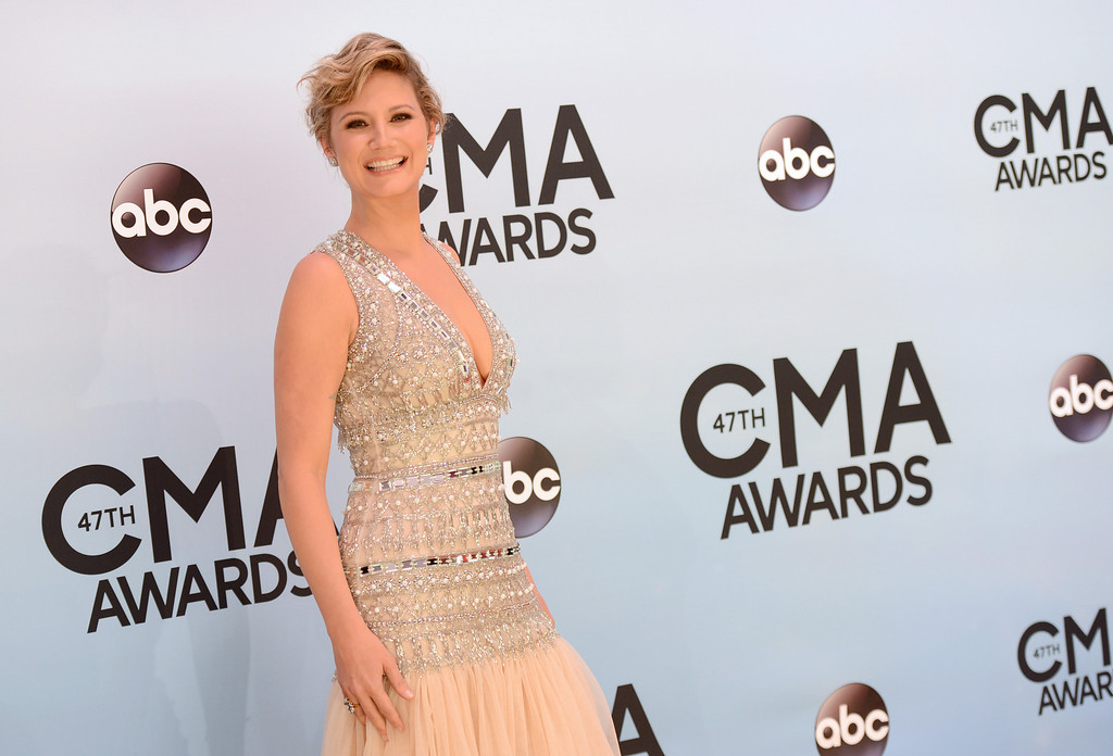 . Jennifer Nettles arrives at the 47th annual CMA Awards at Bridgestone Arena on Wednesday, Nov. 6, 2013, in Nashville, Tenn. (Photo by Evan Agostini/Invision/AP)