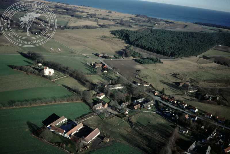 Ravlunda farmland, Verkaå valley, village, church and motte [Vallabacken] (20 November, 1988). | LH.0302