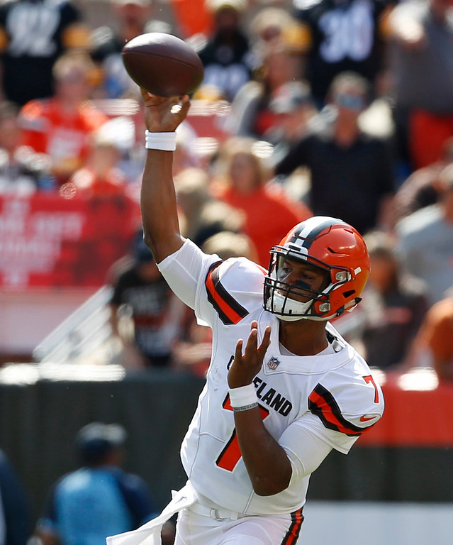 . Cleveland Browns quarterback DeShone Kizer passes during the first half of an NFL football game against the Pittsburgh Steelers, Sunday, Sept. 10, 2017, in Cleveland. (AP Photo/Ron Schwane)