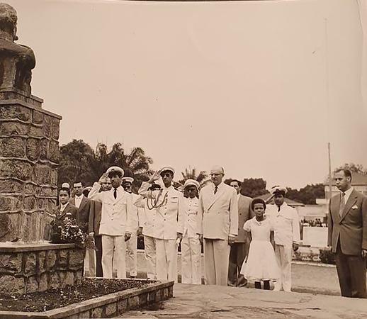 estatua Henrq Carvalho 1958.jpg