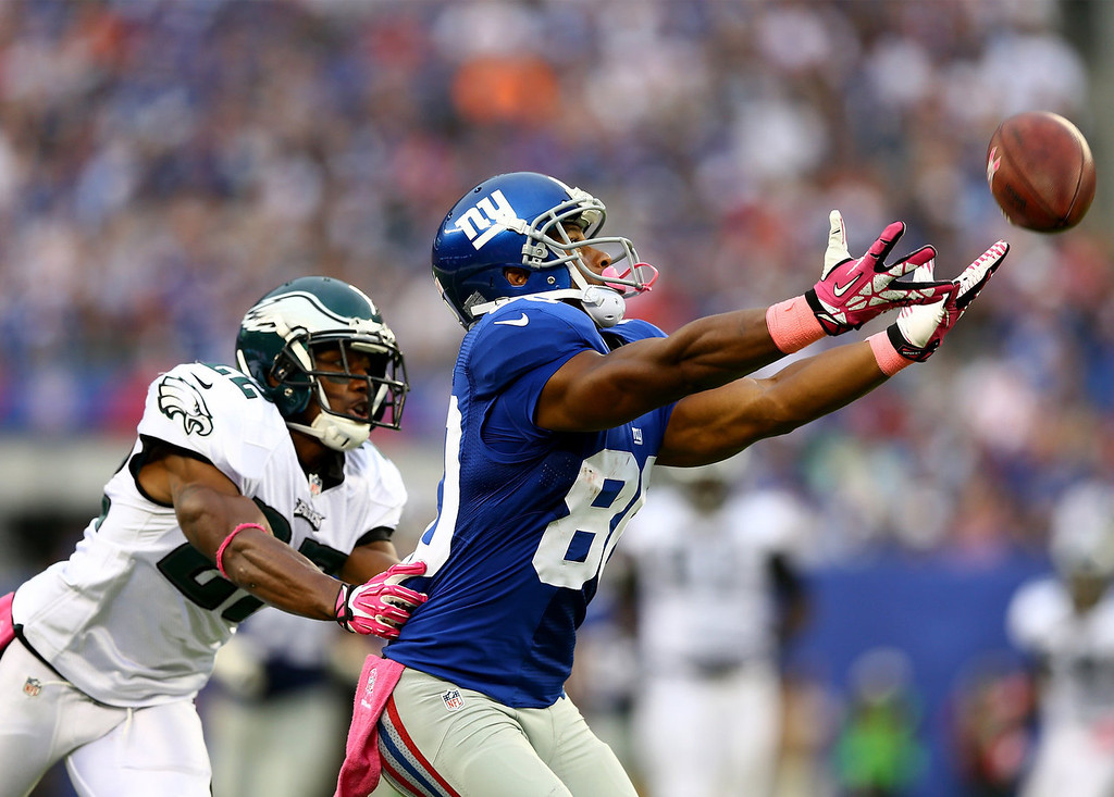 . Victor Cruz #80 of the New York Giants is unable to make the catch as Brandon Boykin #22 of the Philadelphia Eagles defends at MetLife Stadium on October 6, 2013 in East Rutherford, New Jersey.The Philadelphia Eagles defeated the New York Giants 36-21.  (Photo by Elsa/Getty Images)