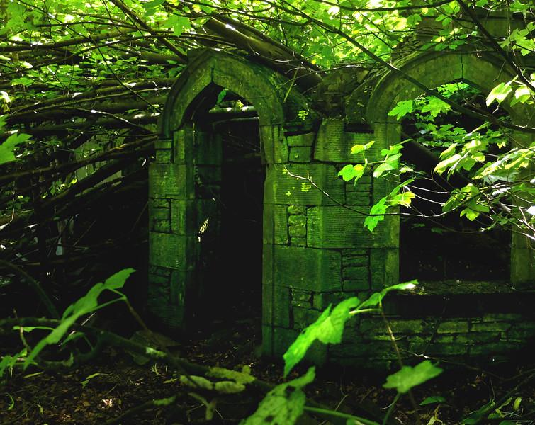 'We! Lorde', quoþ þe gentyle knyƹt,'wheþer þis be þe Grene Chapelle? - here myƹt aboute mydnyƹt þe Dele his matynnes telle!'