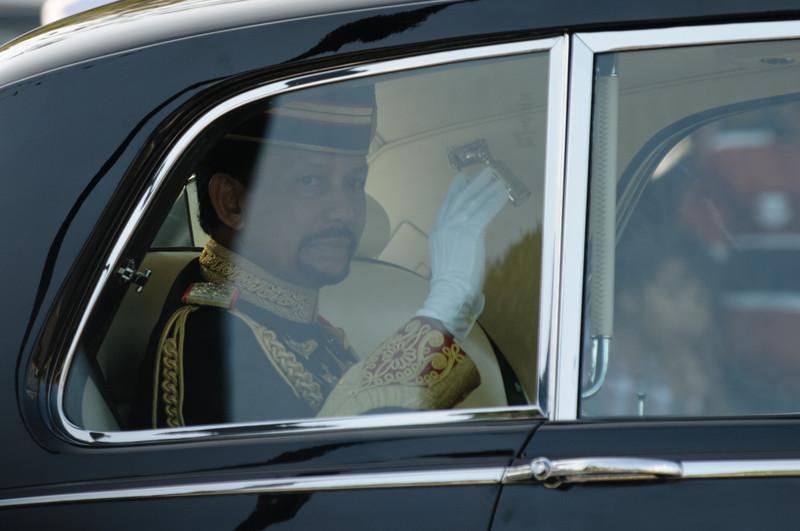 Als letzter der Royal Family kam der Sultan in seinem Rolls Royce.