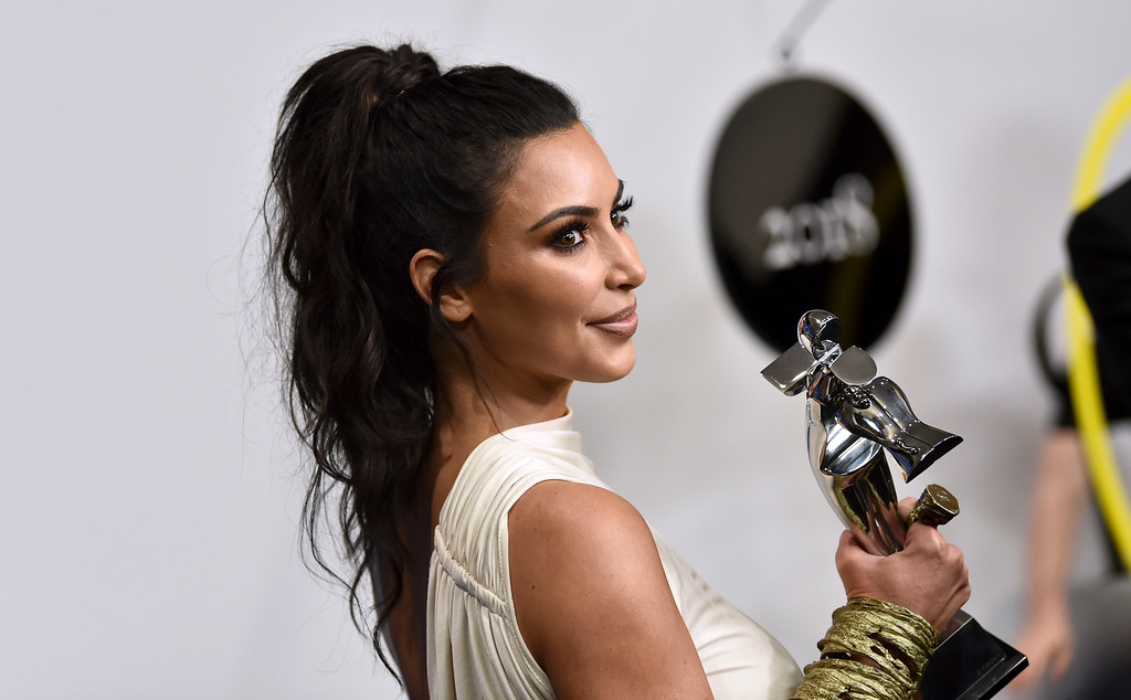 . Kim Kardashian West poses in the winner\'s walk with the Influencer award at the CFDA Fashion Awards at the Brooklyn Museum on Monday, June 4, 2018, in New York. (Photo by Evan Agostini/Invision/AP)