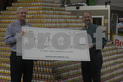 video-brookshires-breaks-world-record-at-east-texas-food-bank
