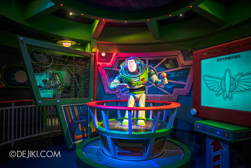 Hong Kong Disneyland Buzz Lightyear Astro Blasters Last Mission - Pre-show Buzz Lightyear Animatronic Character