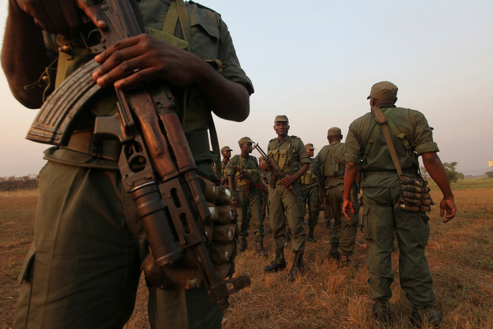 . Soldiers from the Congolese contingent of the Central African Multinational Force (FOMAC) gather as they arrive at an airport in Bangui, December 31, 2012. Central African Republic\'s embattled President Francois Bozize said on Sunday he was ready to share power with the leaders of a rebellion that has swept aside government defences to within striking distance of the capital. REUTERS/Luc Gnago