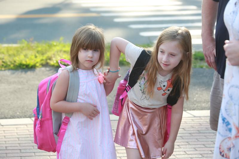 HOR_CROP_B20A6073_Samantha Olsen (left) and her sister Olivia Olsen.JPG
