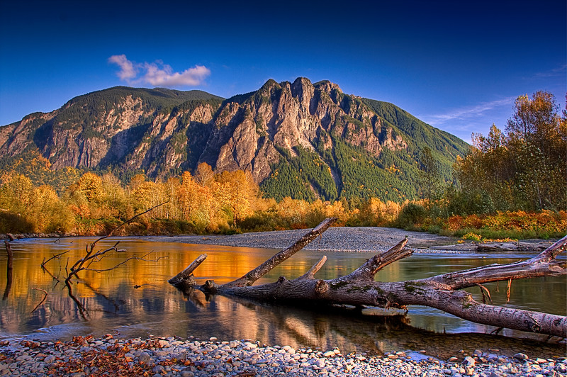 Autumn colors - Mount Si and Snoqualmie River