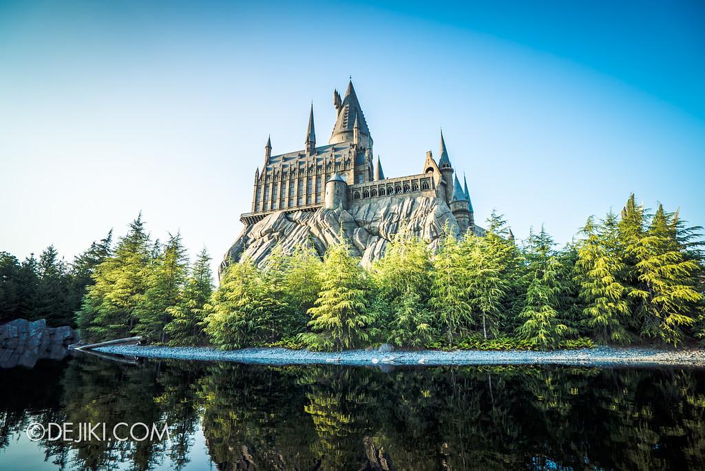 Universal Studios Japan - The Wizarding World of Harry Potter - Hogwarts Black Lake viewing Castle