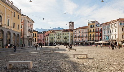 2 Piazza Grande Locarno.jpg