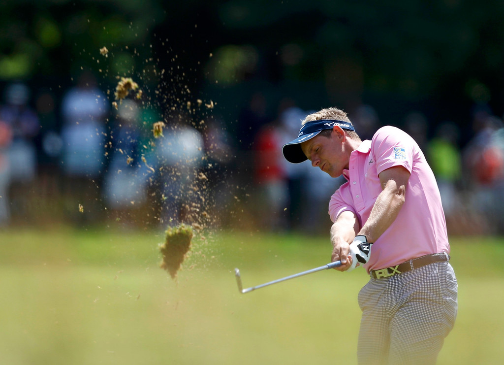 . England\'s Luke Donald hits to the green on the eighth hole during the second round of the 2013 U.S. Open golf championship at the Merion Golf Club in Ardmore, Pennsylvania, June 14, 2013. REUTERS/Matt Sullivan