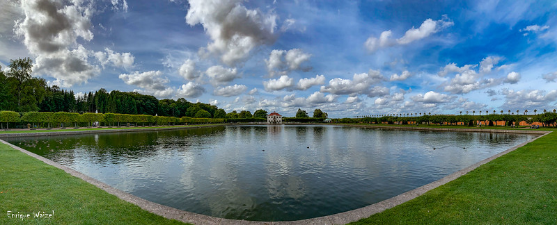 Peterhof pond.jpg