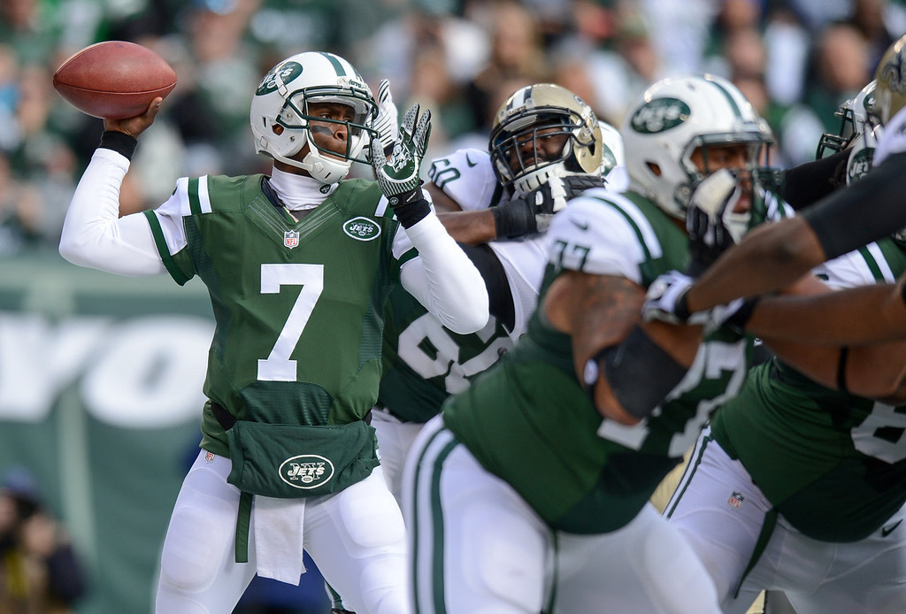 . Quarterback Geno Smith #7 of the New York Jets throws a pass  in the 2nd  quarter against the New Orleans Saints at MetLife Stadium on November 3, 2013 in East Rutherford, New Jersey. (Photo by Ron Antonelli/Getty Images)
