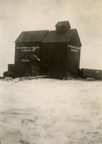 JB020.  Grain elevator hit by box car – Mar 1932.jpg