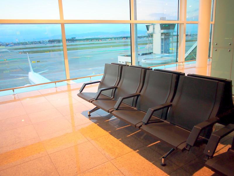 P4285602-departure-lounge.JPG