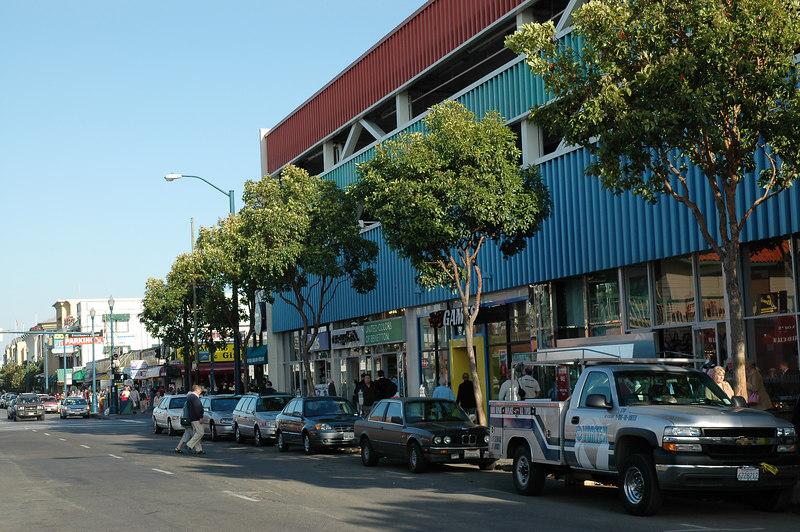 Bay st. 漁人碼頭旁的熱鬧街道