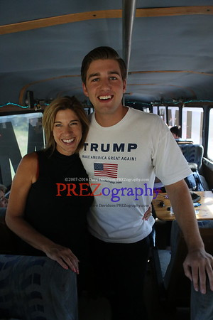 Trump Bus Dubuque 8-25-15