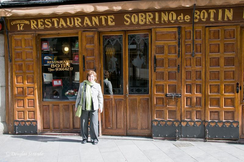Mon 3/07 in Madrid: Louise outside Restaurant Botin