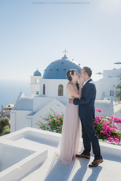 Santorini-post-wedding-photo-shoot-honeymoon-sessio-couples-session--2.jpg