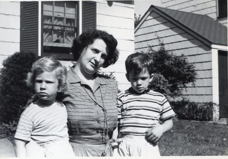 1950 Jeanne, John & Sue.jpg