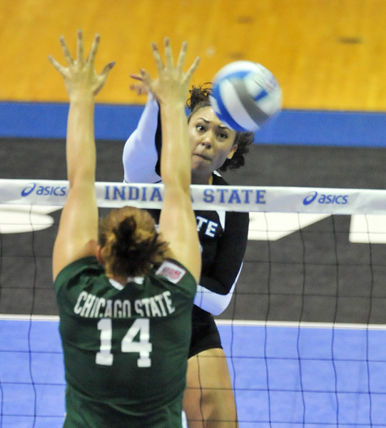 08_26_11_tony_campus_volleyball_chicago_state-6988.jpg