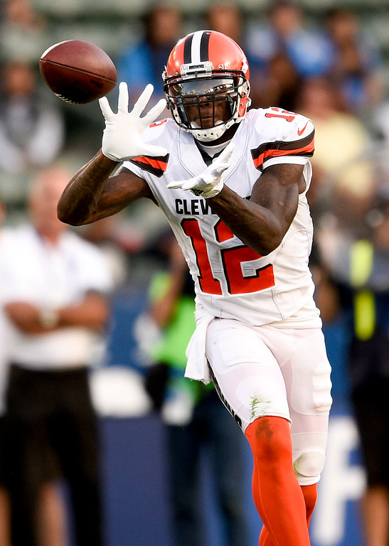 . Cleveland Browns wide receiver Josh Gordon catches a pass against the Los Angeles Chargers during the second half of an NFL football game Sunday, Dec. 3, 2017, in Carson, Calif. (AP Photo/Kelvin Kuo)