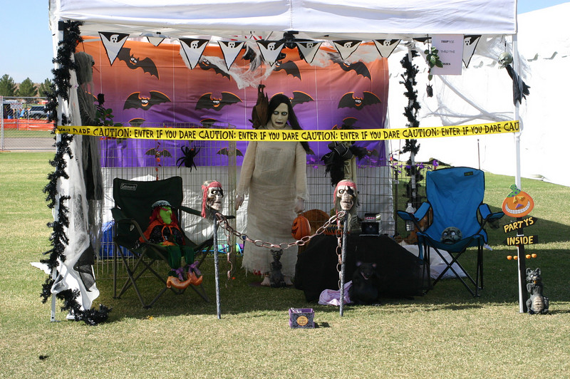 Some folks went all out on the Halloween kennel-decorating contest. I don' t think that this canopy had any room left for dogs or handlers.