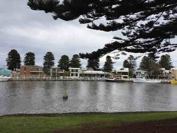 view of riverside with homes and boatdocks on the wateredge