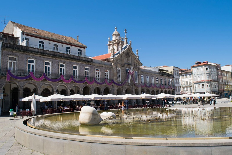 Fountain and arcade at Praca de Republica in Braga.