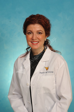 32982 Dr. Roberta Renzelli-Cain Ob-Gyn Portrait Jan 2017