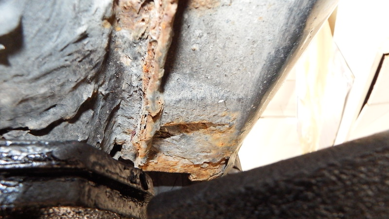 RHF Sill and seam damaged from rust and improper jacking