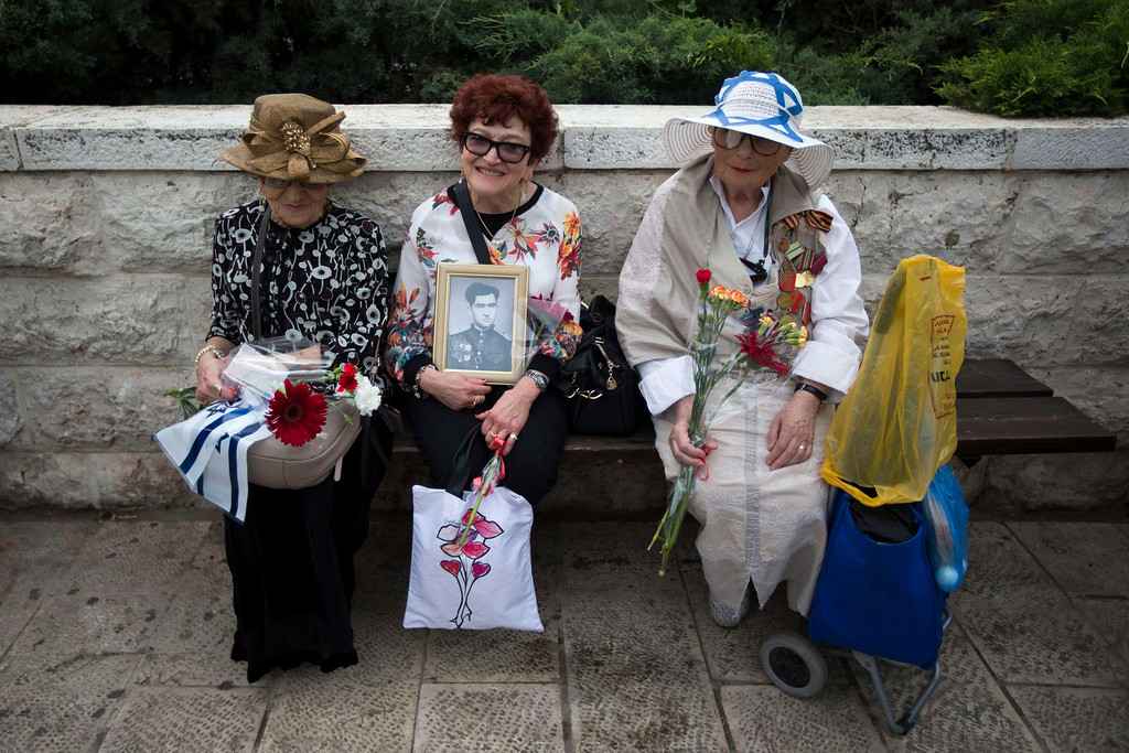 . Israeli women wait for the start of a parade marking Victory Day, the anniversary of the victory of the Allies over Nazi Germany, in Jerusalem May 9, 2013. REUTERS/Ronen Zvulun