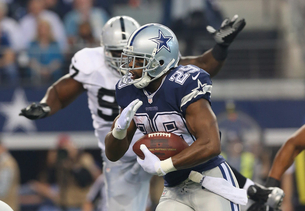 . DeMarco Murray #29 of the Dallas Cowboys runs for a touchdown against the Oakland Raiders at AT&T Stadium on November 28, 2013 in Arlington, Texas.  (Photo by Ronald Martinez/Getty Images)