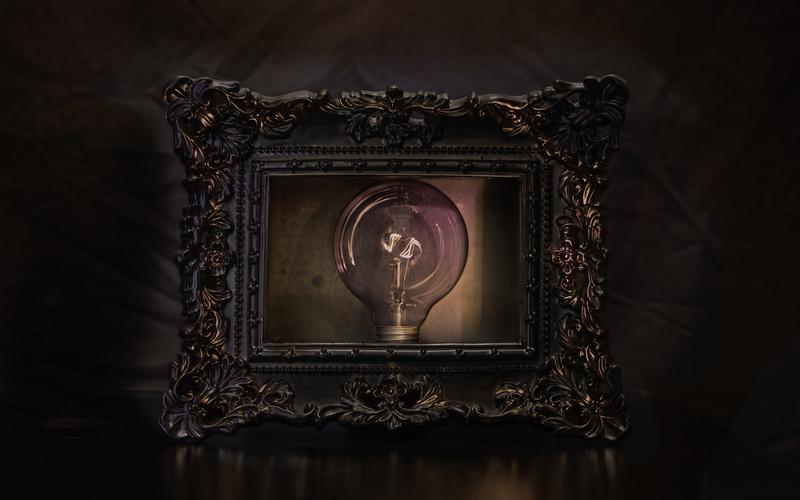 3D Frame Light Bulb.jpg