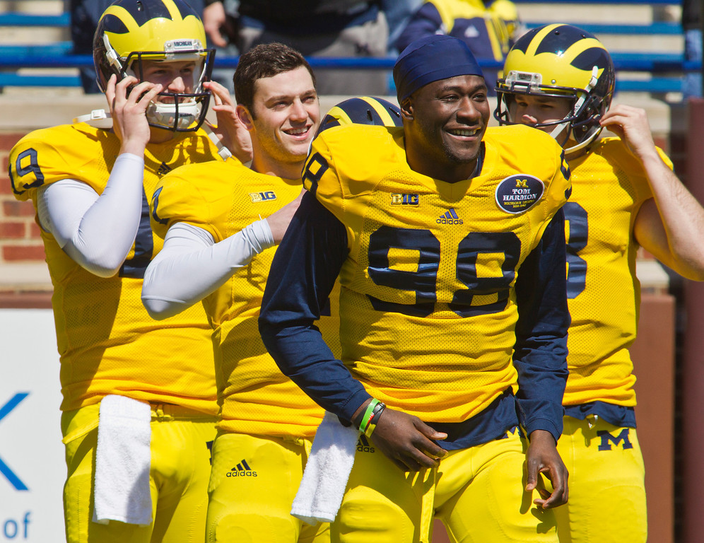 . Michigan quarterback Shane Morris, center, lines up behind quarterback Devin Gardner (98) before team stretches, during the football team\'s annual spring game, Saturday, April 5, 2014, in Ann Arbor, Mich. (AP Photo/Tony Ding)